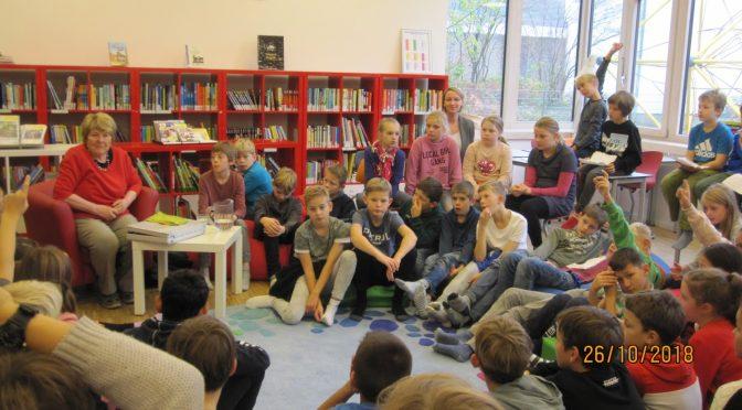 Kinderbuchautorin Ursel Scheffler liest für die vierten Klassen