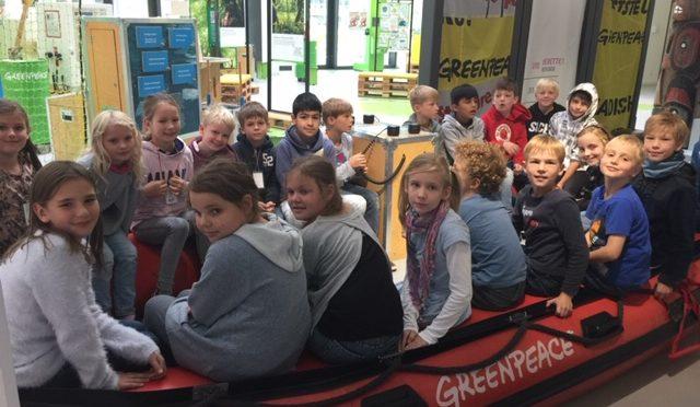 Die Klasse 3c besucht Greenpeace in der HafenCity
